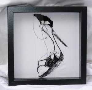 VHC00198_decoration_broderies_stiletto_escarpin_noir_et_blanc_broderie_perlee